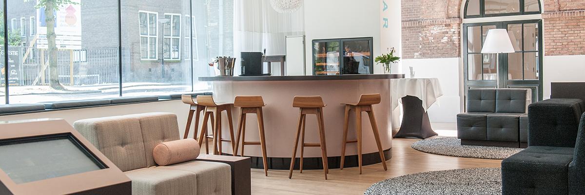 Wijnbar en lounge bij Art en Dining in Dordrecht | Een goed glas wijn met een heerlijk hapje. Ook geschikt voor een zakenborrel of receptie